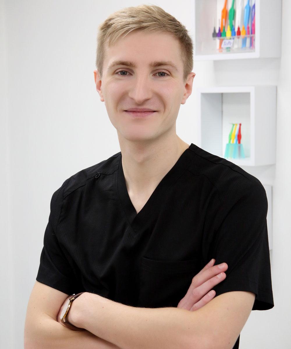 Dr Tomas Henriksen